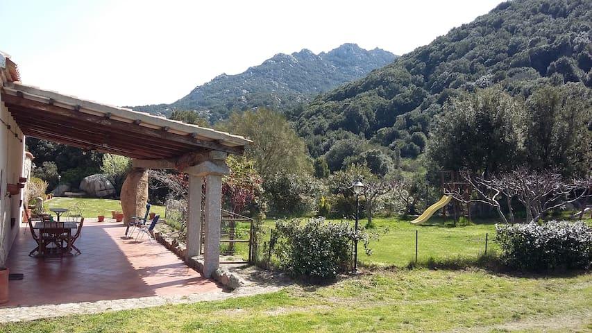 Casa di campagna immersa nella natura.