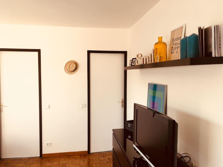 Salon avec wifi et chaînes satellite à disposition