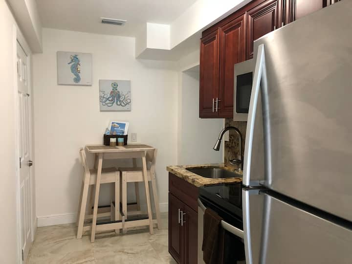 Luxury Renovated Studio! Half block from the beach