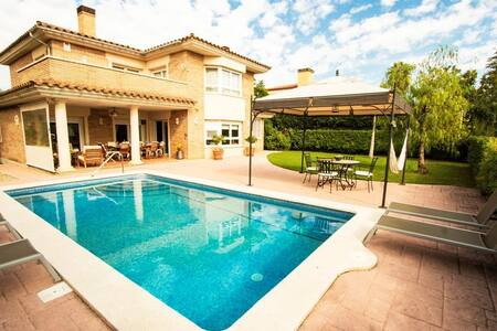 Amazing villa for 9 guests in Tarragona, situated on a golf course! - タラゴナ