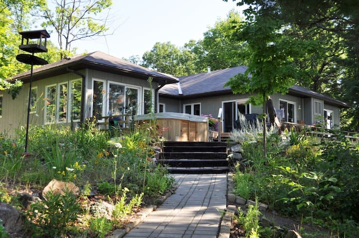 Beautiful, Luxury Cottage on Lower Stoney Lake