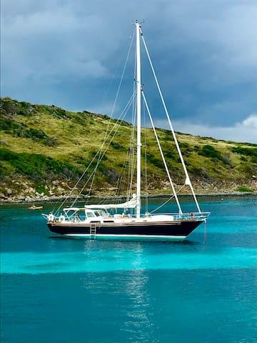 Magnifique voilier classique de 15m, Pinel island