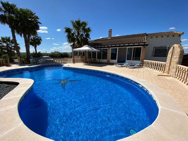 Wonderful detached villa with large private pool