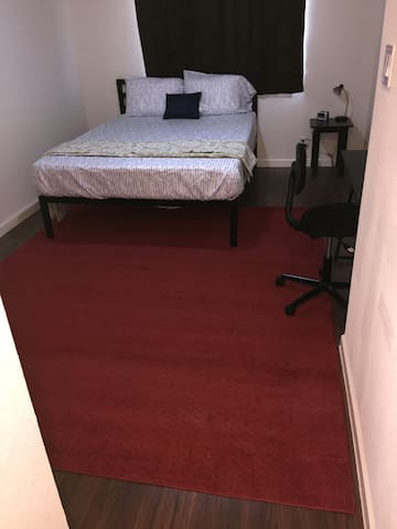 Queen bed and private bath in 3B/3B Townhouse-2A