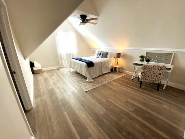 Bedroom with Super comfortable Queen Memory foam mattress