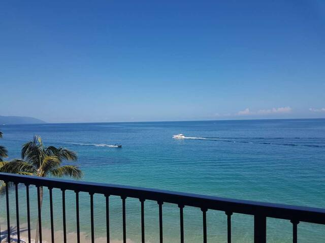 Beachfront/Oceanfront Condo - A Couples Paradise