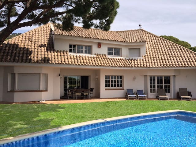 CAMI DE CABRERA - SPACIOUS AND COZY - Fantastic house with private pool and sea views - 20 minutes from Barcelona