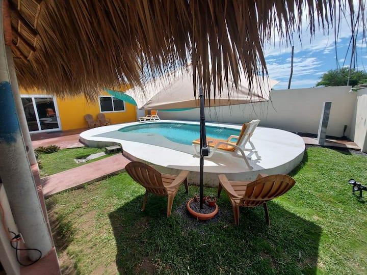 Villa a unos pasos de la playa, cómoda y privada.