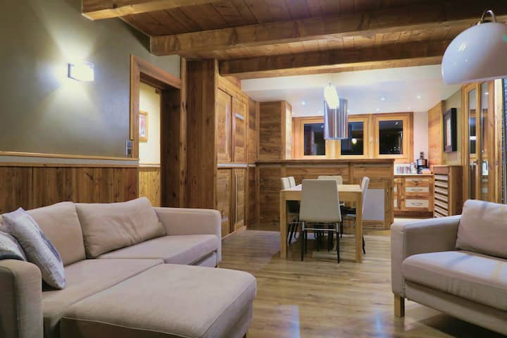 Apartment Rocade with log fire & hot tub