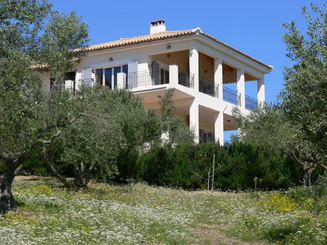 Villa i olivlund. Hänförande utsikt - Koroni, Agia Triada - Lägenhet