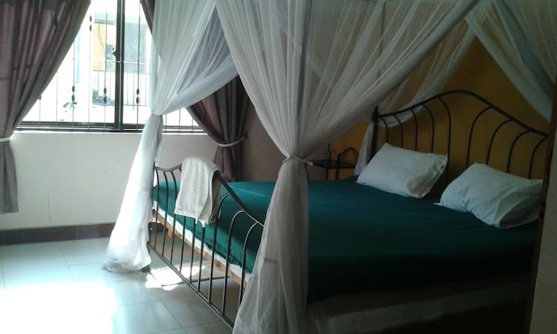Spacious en suite bedroom - Dar es Salaam - Lejlighed