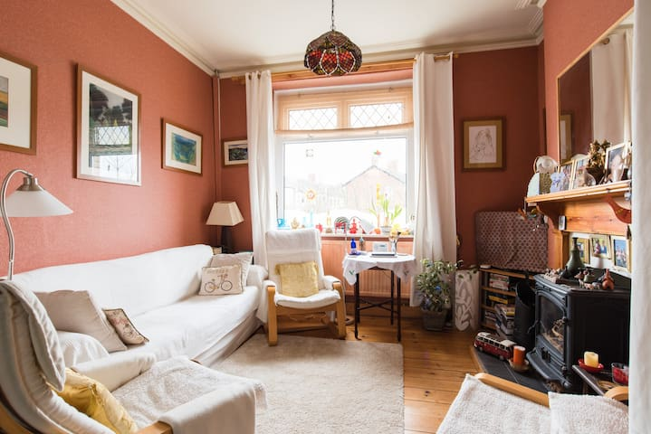 Lovely loft  studio . Cosy and close to Cardiff - Penarth - 家庭式旅館