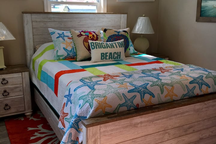Jubilant 2 Bed Beach Condo- Sleeps - First Floor