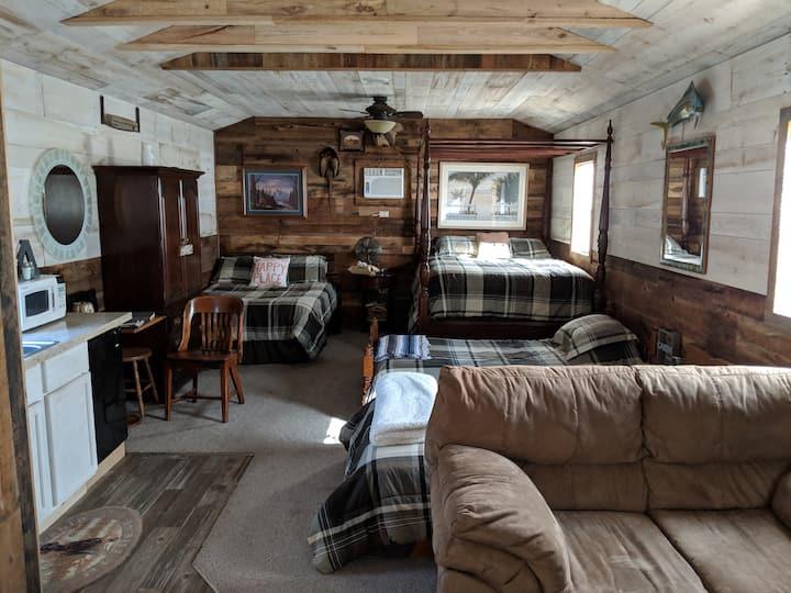 Private cabin close to the lake
