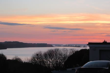 Baradwys Coastal Retreat. Sea views - Pembrokeshire