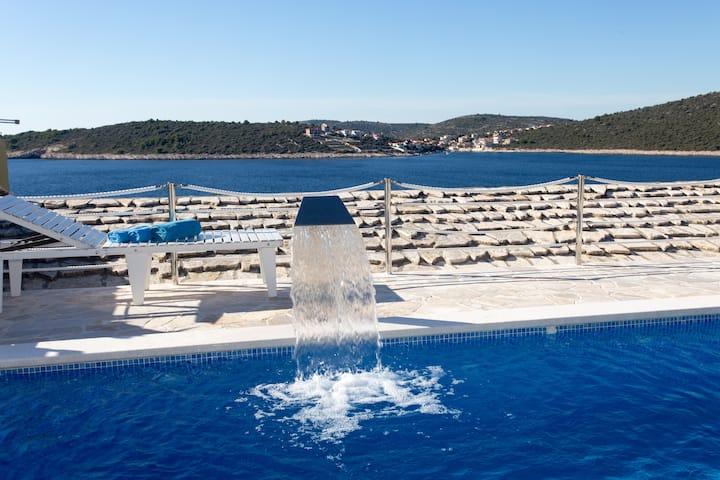 House 3 BR Marina - SEVID, swimming pool, sauna :)