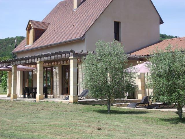 Maison avec piscine intérieure à La Roque Gageac