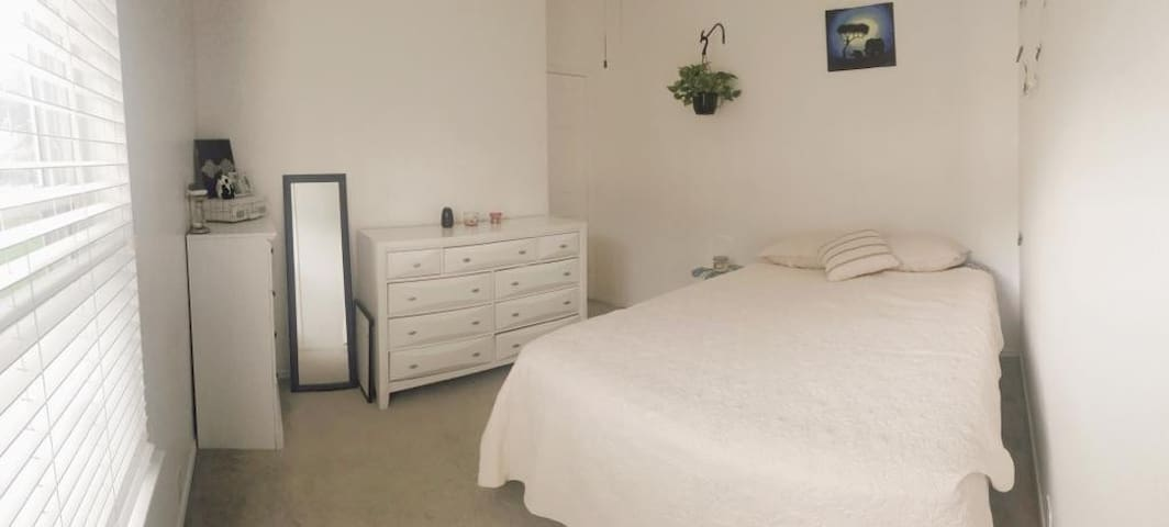Bedroom in Plano area, Perfect for Travelers