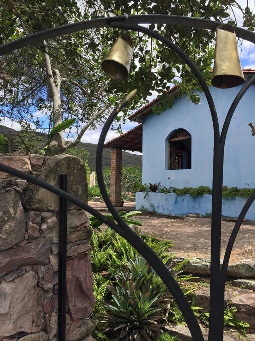 Gate to house/ portão da casa.