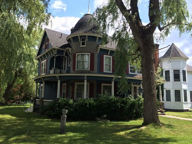 Charming Victorian in ski country - Au Sable Forks - Hus