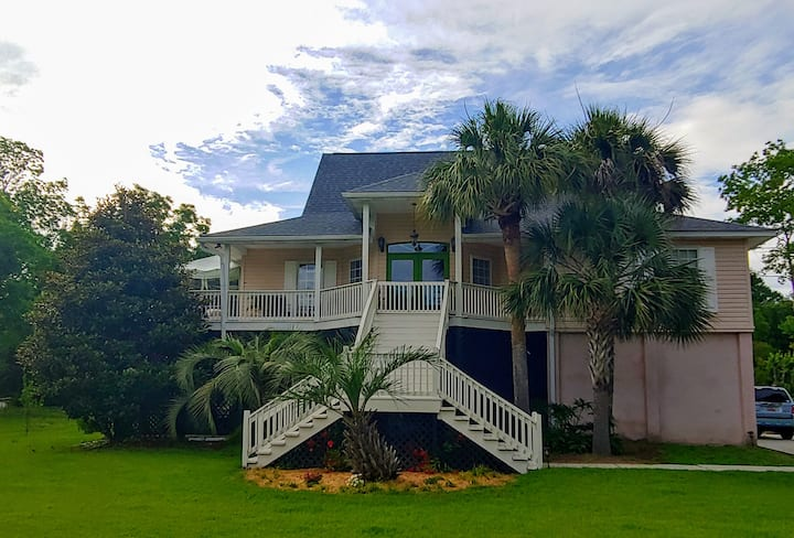 Close to the beach and downtown Charleston!