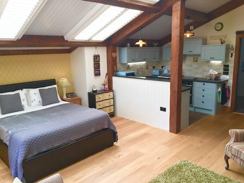 "Luxurious ""Barn Cottage"" - Paultons Park & more!"