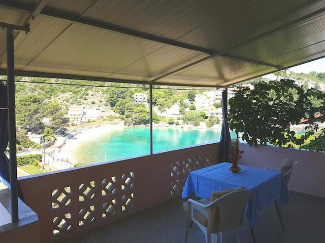 One bedroom apartment with terrace and sea view Prapratna, Hvar (A-12207-b)