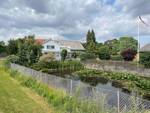 Skøn bolig med have og plads til familien