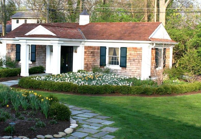 Beautiful Garden Cottage - Indy/Carmel/Dwntwn