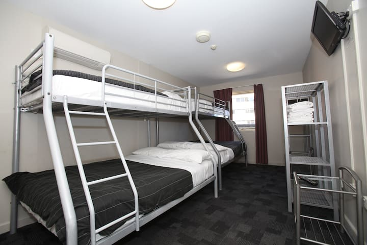 6 Family Ensuite  Hostel Room