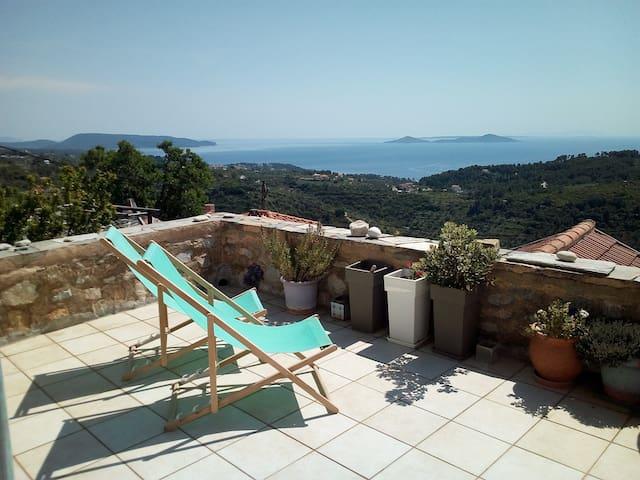 Un balcon sur la mer Egée