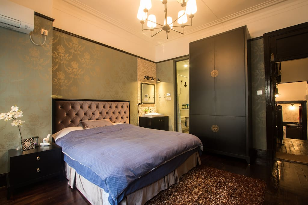 Well decorated bedroom with Queen size bed and closet