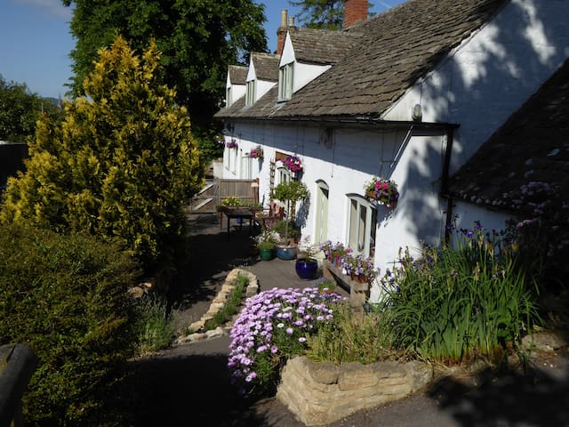 B&B in the beautiful Slad Valley. - Stroud - Bed & Breakfast