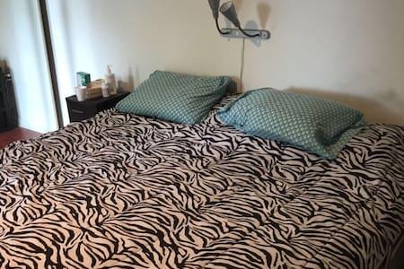 Big and cozy room with bath - Aventura - Apartemen