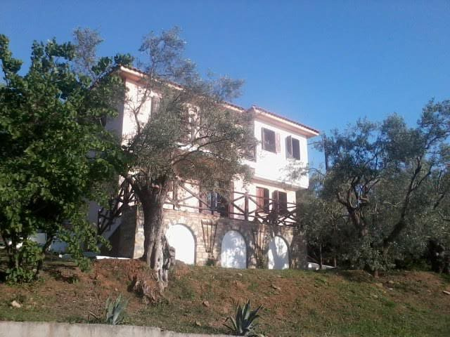 Villa Moss - great views over the Pagasetic Gulf