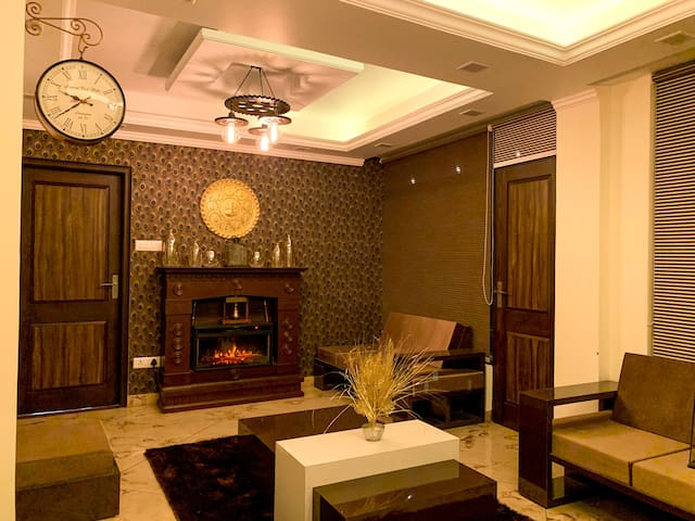 Uptown Boutique Home - 2BHK with drive-in