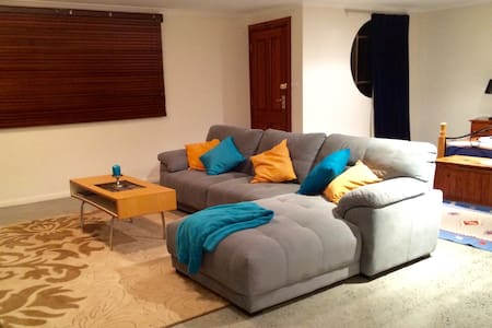 Large & Bright studio flat style rm - Gordon - House