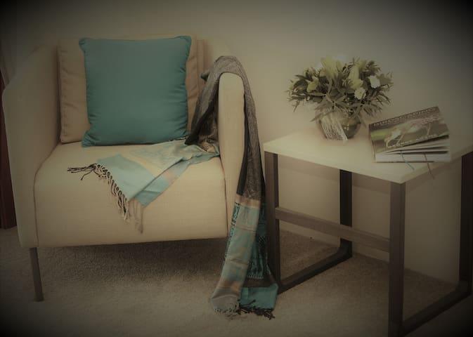 The Log Cabin - Blue Wren Room