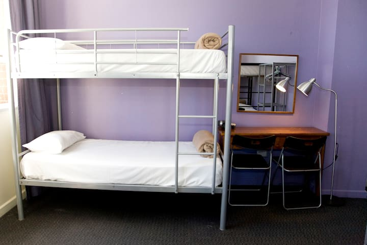 8 Share Dorm/one person per booking - Surry Hills - Bed & Breakfast