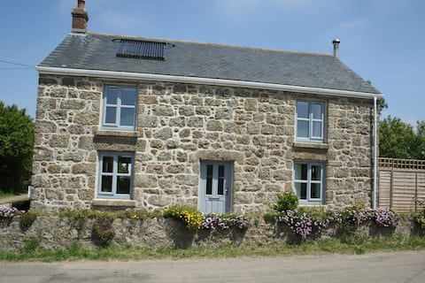 Homely cottage close to sea, and scenic walks