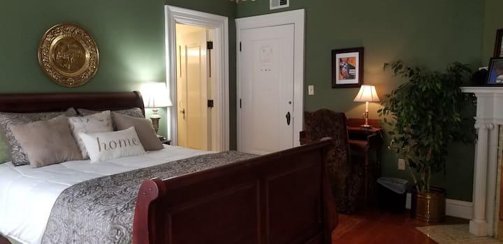 Saratoga Room at the Glens Falls Inn