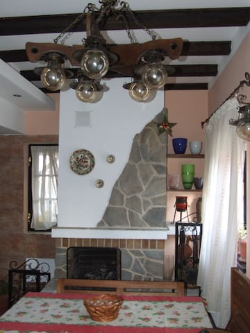 Charming 2-level house & garden - Breaza de Jos - Casa