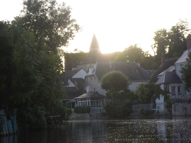 direct view on the river - Vierzon - Hus