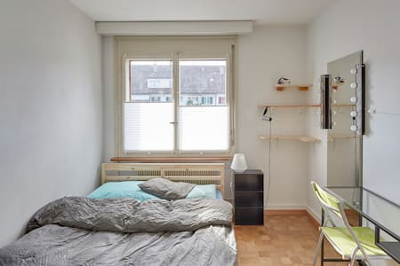 great room in spacious apartment! - Apartemen