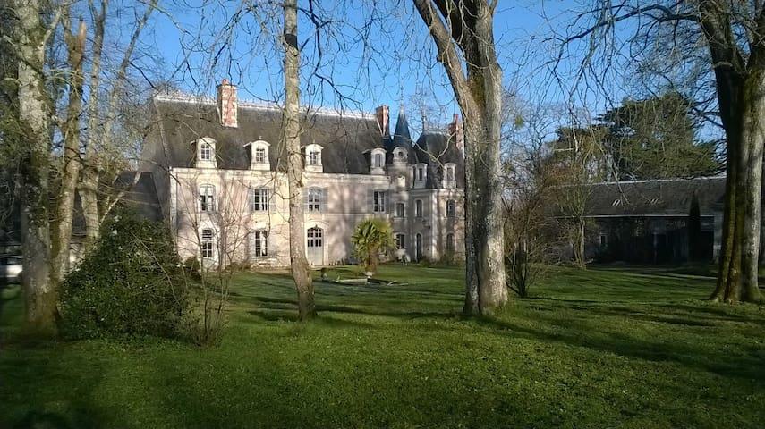 Château de LA QUERRIE - Soulaire-et-Bourg - Castelo