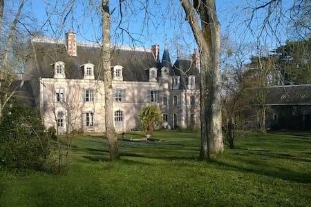 Château de LA QUERRIE - Soulaire-et-Bourg - Замок