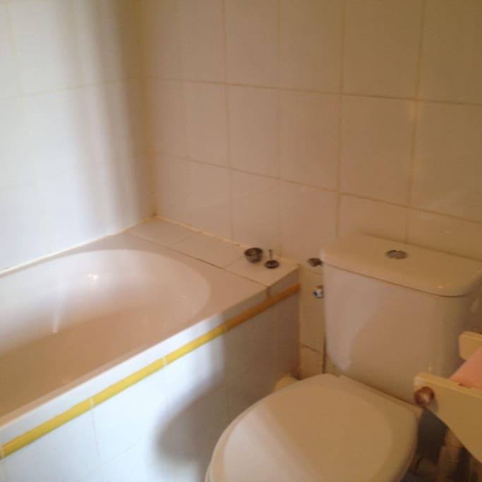 Toilettes - salle de bain juste à vous/ Toilets - Bathroom only yours