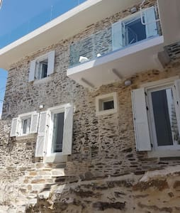 Beautiful stone house, 10 mt from the sea