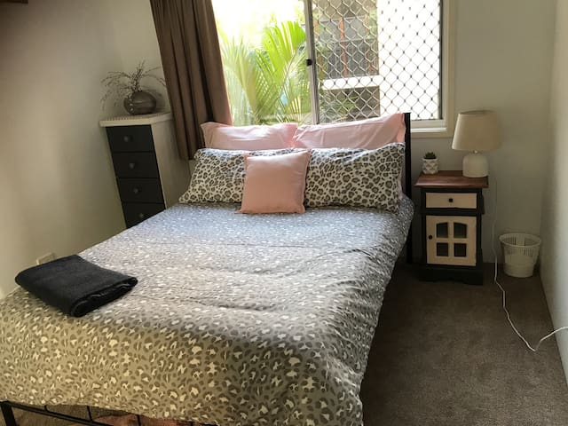 Lovely unit close to everything in Tugun.