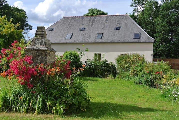 maison dans la propriété d'un manoir